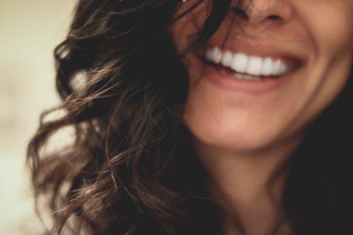 Image principale de l'article Le bonheur et la joie: Peut on les acheter grâce à de l'argent?