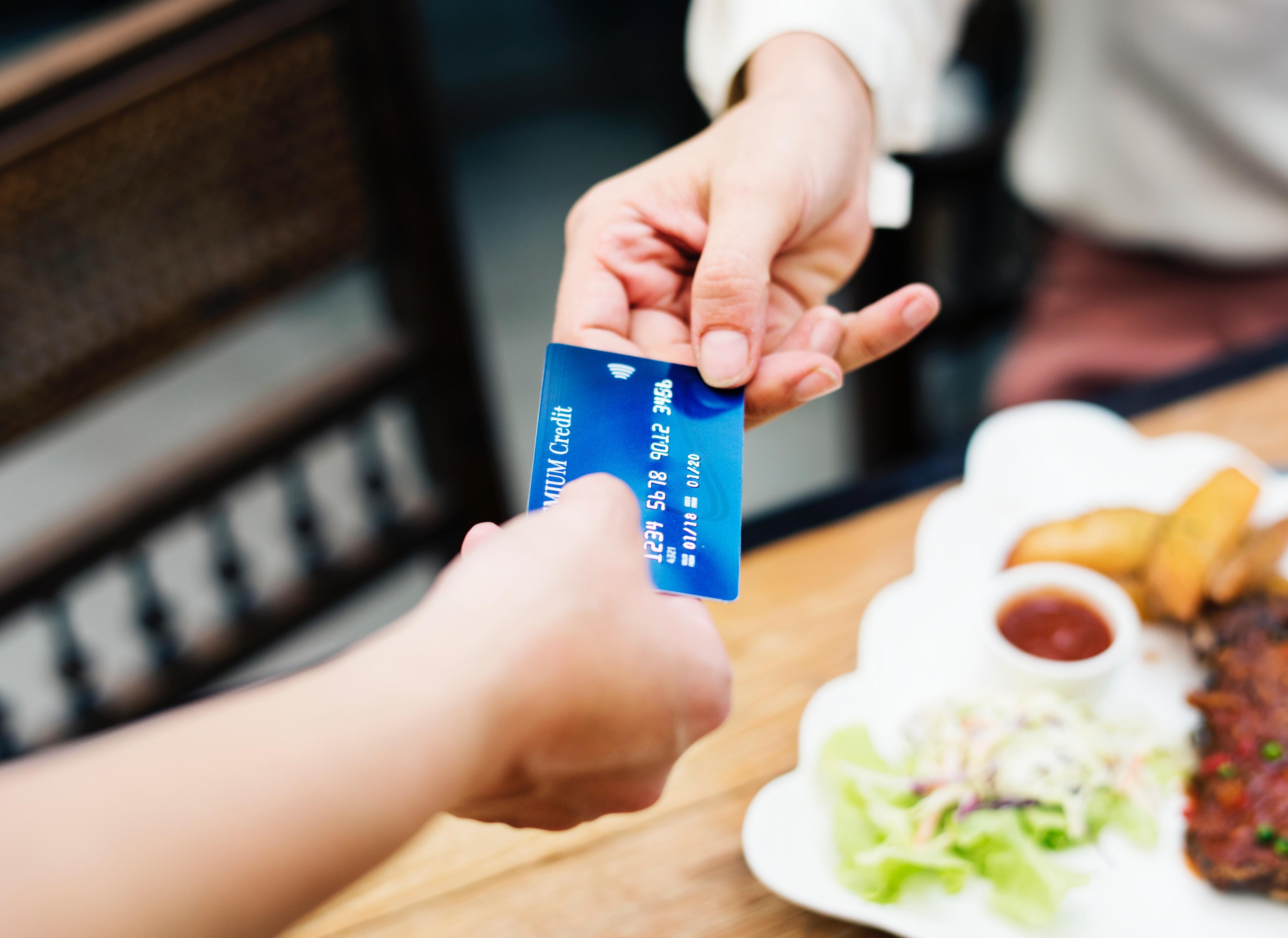 Image principale de l'article Budget : épargner ou rembourser ses crédits ?
