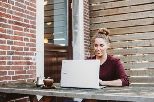 Image principale de l'article Sondages rémunérés en ligne. 5 sites gratuits pour gagner de l'argent.