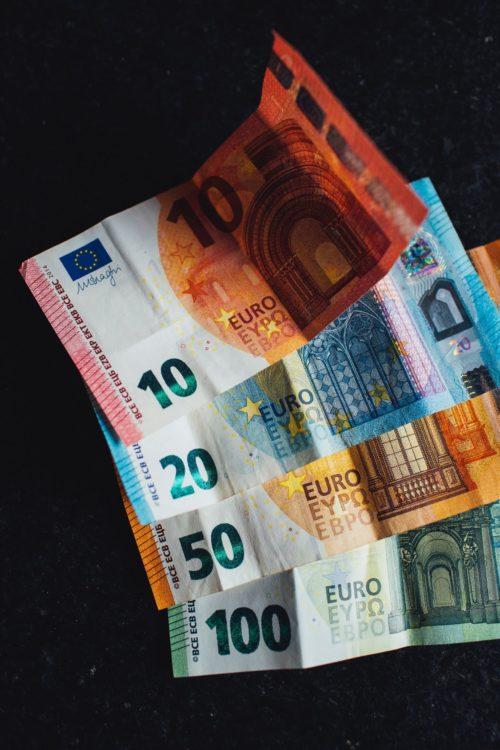 Image principale de l'article Faire son budget avec de l'argent liquide. C'est une bonne solution!